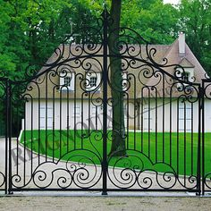 Portail fer forge CHANTILLY Wrought Iron Driveway Gates, Driveway Entrance, Metal Gates, Front Gates, Entrance Gates, Iron Gate Design, House Gate Design, Old Gates, Balustrades