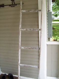 A DIY tutorial on how to make your own vintage ladder!  http://atalldrink.blogspot.com/2009/09/more-southern-interiors.html #diy #ideas #tutorial #make #vintage #ladder #old #retro