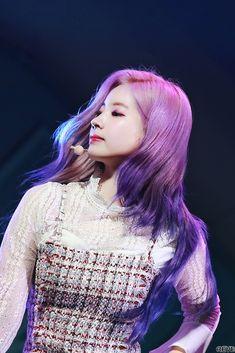 Dahyun-Twice 181105 Come Back Show Case Nayeon, Kpop Girl Groups, Korean Girl Groups, Kpop Girls, Twice Dahyun, Tzuyu Twice, Mamamoo, K Pop, Daehyun