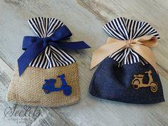 Μπομπονιέρα βάπτισης πουγκί με ξύλινη βέσπα για αγόρια, annassecret, Χειροποιητες μπομπονιερες γαμου, Χειροποιητες μπομπονιερες βαπτισης Vespa, Burlap, Reusable Tote Bags, Shower Baby, Gift, Dios, Satchel Handbags, Purses, Presents