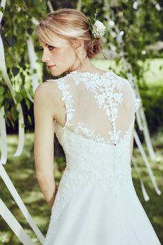Ai nunta in 2017 acum e momentul sa iti cumperi rochia de mireasa la un pret special.  urlosc.xyz/ef4f2c2f