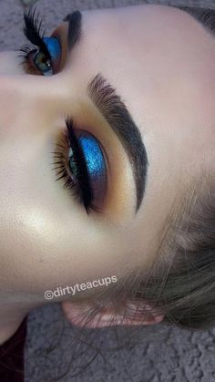 Gorgeous Makeup: Tips and Tricks With Eye Makeup and Eyeshadow – Makeup Design Ideas Beautiful Eye Makeup, Natural Eye Makeup, Blue Eye Makeup, Cute Makeup, Smokey Eye Makeup, Makeup Eyeshadow, Eyeshadows, Blue Eyeshadow Looks, Makeup Brushes