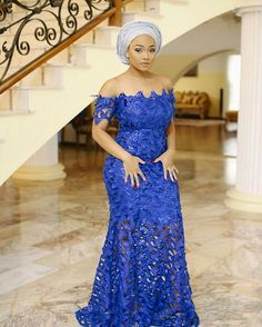 nigerianische hochzeit ^^Check out the webpage to read more about pin up hairstyles for weddings. Click the link for more information** Viewing the website is worth your time. African Lace Styles, African Lace Dresses, Latest African Fashion Dresses, African Dresses For Women, African Print Fashion, African Attire, African Prints, African Women, African Fashion Ankara