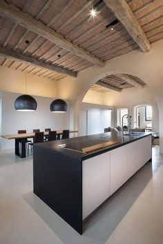 Minimal kitchen and dining space in 15th century restored villa//