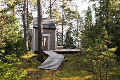 The Nido: 96 Sq.ft Small Cabins Built In The Woods