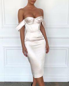 Classy Dress, Classy Outfits, Evening Dresses, Prom Dresses, Formal Dresses, Bridesmaid Gowns, Dress Prom, Elegant Dresses, Beautiful Dresses