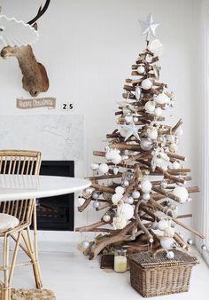 Grand Driftwood Christmas Tree - creative idea for a coastal Christmas Driftwood Christmas Tree, Beach Christmas, Coastal Christmas, Diy Christmas Tree, Modern Christmas, Christmas Love, Rustic Christmas, Winter Christmas, Scandinavian Christmas