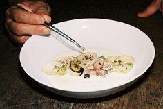 Né en 2000, Le Fooding vous invite à parcourir 15 ans de régalades libérées en goûtant les 28 plats à sensations qui ont posé les bases de la cuisi...
