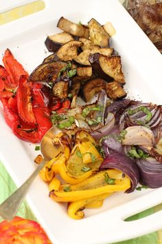 How To Roast Vegetables: Rustic Roasted Vegetable Recipe.The easiest .use the harvest from your garden is to roast, roast, roast. Roasted Vegetable Recipes, Roasted Vegetables, Veggies, Veggie Recipes, Vegetarian Recipes, Oven Roasted Okra, Clean Eating, Healthy Eating, Healthy Recipes
