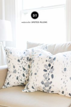 DIY spotted pillow: http://www.stylemepretty.com/living/2015/08/10/diy-watercolor-spotted-pillows/ | Photography: Ruth Eileen - http://rutheileenphotography.com/