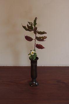 nagerehana[nature-imitating style of flower arrangement]