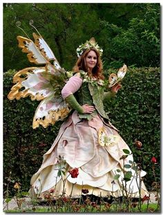 Incredible Elf Fantasy Faire in Holland - I simply thought I might share that with you . Elf Fantasy Faire in Holland - I simpl. Halloween Kostüm, Halloween Costumes, Fairy Costumes, Costume Fleur, Faerie Costume, Elf Costume, Elfen Fantasy, Elfa, Butterfly Fairy