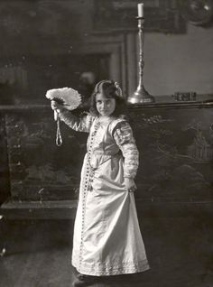 Elizabeth Bowes-Lyon, future Queen Elizabeth the Queen Mother, aged 9, 1909.  NPG, London.