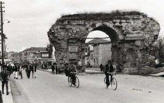 Mersin 1960 lar Tarsus Kleopatra kapısı. .