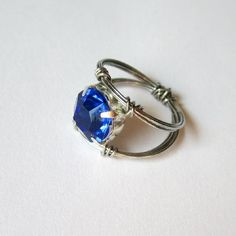 Sometimes, make an amazing ring is easy and cheap. Steps in English and Spanish