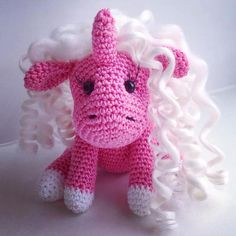 Use this free amigurumi pattern to create a magic world of cute fantasy unicorns for your child. Experiment with a hairstyle and accessories.