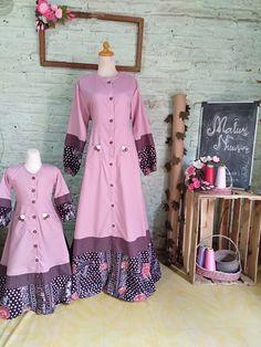 Dress Batik Kombinasi, Dressmaker, Batik Dress, Frocks, Designers, Shirt Dress, Couture, Summer Dresses, Couples