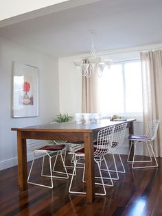 Love the dining table & white chairs