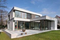 Wohnhaus H : moderne Häuser von FFM-ARCHITEKTEN. Tovar + Tovar PartGmbB