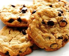 If you're on a diet, you'll love these delicious Low Calorie Chocolate Chip Cookies! All of the taste without the guilt! Eggless Recipes, Eggless Baking, Vegan Desserts, Delicious Desserts, Yummy Food, Low Calorie Chocolate, Vegan Chocolate Chip Cookies, Chocolate Chips, Oatmeal Cookies