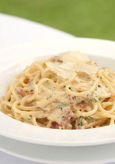 In dieses Carbonara-Rezept könnten wir uns glatt reinsetzen ... http://www.gofeminin.de/kochen-backen/nudelsossen-s1570608.html