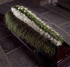 Beautiful casket flowers Moniek Vanden Berghe