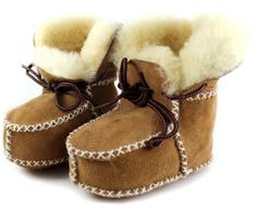 Baby shoes boots winter Keep warm Genuine Leather infants warm shoes fur wool girls baby booties Sheepskin boy baby boots Baby In Snow, Baby Winter, Leather Baby Shoes, Leather Boots, Warm Winter Boots, Winter Wear, Wool Shoes, Toddler Boy Shoes, Infant Toddler