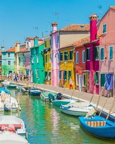 If you're planning a trip to Venice, you *do not* want to miss this incredible little island nearby. Here's your guide to the most colorful town in Europe! #ItalyTravel