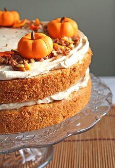 Pumpkin & Orange Cake with fondant pumpkin decorations Autumn Tea, Autumn Table, Fall Cake Recipes, Fall Cakes, Pumpkin Decorating, Fondant Cakes, Pumpkin Spice, Vanilla Cake, Baking