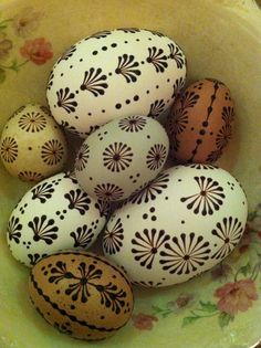 Today's pin drop eggs!!! Sugar Eggs For Easter, Ukrainian Easter Eggs, Easter Crafts, Holiday Crafts, Polish Easter, Diy And Crafts, Arts And Crafts, Egg Tree, Easter Egg Designs