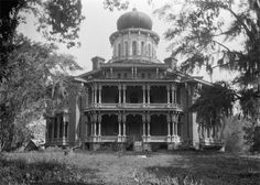Tour Longwood Plantation in Natchez, Mississippi, home of cotton baron Haller Nutt and his wife, Julia. Old Buildings, Abandoned Buildings, Abandoned Places, Abandoned Castles, Haunted Places, Southern Mansions, Southern Plantations, Southern Homes, Southern Comfort