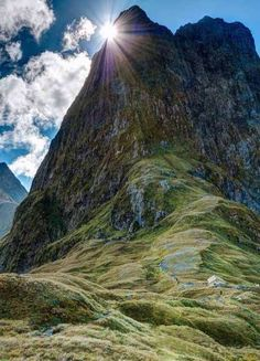 New Zealand. Mt Balloon seen from Mackinnon Pass on the Milford Track in Fiordland National Park - New Zealand All Nature, Amazing Nature, Places To Travel, Places To See, Places Around The World, Around The Worlds, Beautiful World, Beautiful Places, Beautiful Flowers