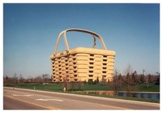 picnic basket is the world's largest one, a building that is the home of a basket making company (but of course!) in Newark, Ohio.