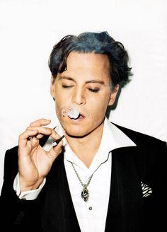 Einer der bekanntesten Fans der E-Zigarette: Johnny Depp. #ezigarette #star #promi  #dampfen  #vaping #ecigs