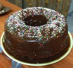 Για το κέικ   Βουτυρώνουμε και αλευρώνουμε την φόρμα Χτυπάμε με το μίξερ την μαργαρίνη και την ζάχαρη πολύ καλά μέχρι να ενωθούν και να ασπρίσουν τα υλικά Ρίχνουμε ένα έ... Greek Sweets, Doughnut, Pudding, Desserts, Food, Flan, Postres, Puddings, Deserts