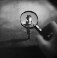 Foto's gemanipuleerd tot miniatuur droomwerelden door veertienjarige   | roomed.nl