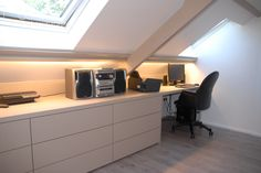 Bureau op zolder – Neue Deko-Ideen Attic office separator: Office in the attic Loft Conversion, Attic Office, Stair Remodel, Loft Room, Home, Bedroom Loft, Loft Spaces, Office Design, Loft Office