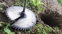 Homemade Tool for Digging Holes Amazing Tools, Ideas Para Decorar Jardines, Cheap Power Tools, Metal Bender, Digging Holes, Old Tools, Homemade Tools, Shop Layout, Metal Projects