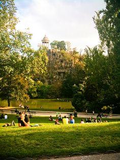 Buttes Chaumont park: A park to enjoy wine and cheese! My Little Paris, I Love Paris, Public Garden, Maybe One Day, Audemars Piguet, Monuments, Paris France, Parisian, Dolores Park