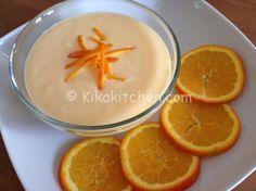 La crema pasticcera all'arancia è una variante della classica crema pasticcera, aromatizzata con scorza e succo d'arancia. Adatta per farcire torte e bignè.