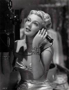 Lana Turner as Lily James in A Life of Her Own Old Hollywood Stars, Old Hollywood Movies, Hollywood Actor, Golden Age Of Hollywood, Vintage Hollywood, Hollywood Glamour, Classic Hollywood, Classic Actresses, Beautiful Actresses
