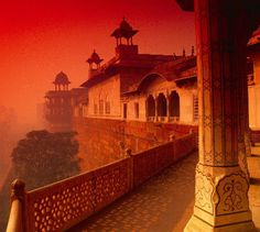 #MakaanTrivia: Agra Fort, is a monument, a UNESCO World Heritage site located in Agra, Uttar Pradesh, India. It is about 2.5 km northwest of its more famous sister monument, the Taj Mahal. The fort can be more accurately described as a walled city.    Click Like and Share this...