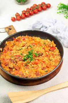Dieses deftige Rührei mit Tomate, Paprika und der türkischen Knoblauchwurst ist Low Carb, Keto und ein deftiges Frühstück aber auch ein leckeres unkompliziertes Hauptgericht. Low Carb Cocktails, Dinner This Week, Lchf, Fried Rice, Curry, Paleo, Tasty, Snacks, Healthy
