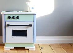 …aus dem hat Engelencheneine süße Spielküche gezaubert- die auch einen sehr süßen Blog schreibt…