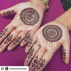 Image may contain: 1 person Round Mehndi Design, Stylish Mehndi Designs, Mehndi Design Pictures, Henna Designs Easy, Beautiful Mehndi Design, Best Mehndi Designs, Bridal Mehndi Designs, Mehndi Images, Henna Tattoo Hand