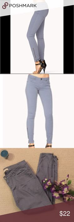 """Gray Mid-Rise Skinny Jeans Great condition mid-rise skinny jeans. Has a slight stretch, skinny leg fit, 5 total front & back pockets, zipped & panelled legs. 28.3"""" approx. inseam. 98% cotton, 2% spandex. Forever 21 Pants Skinny"""