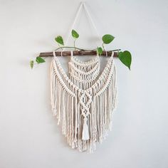 Medium Macrame Wall hanging. A fusion knots and of course lots of fringing! Your piece is made by hand using natural unbleached cotton and revived branches from local woods in Upstate NY and the Adirondacks. This is an example of a finished piece. The pat #suspensionhanging (suspension hanging) Macrame Art, Macrame Design, Macrame Projects, Large Macrame Wall Hanging, Tapestry Wall Hanging, Wall Hangings, Diy Décoration, Diy Crafts, Art Macramé