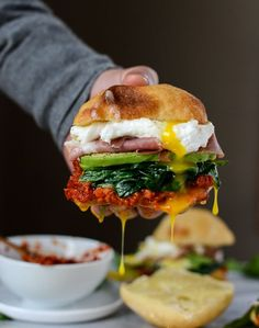 garlicky spinach and avocado breakfast sandwich I http://howsweeteats.com