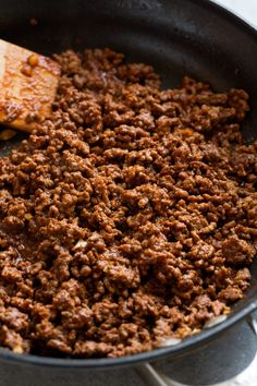 These Ground Beef Tacos are made with a deliciously seasoned ground beef filling, served in corn tortillas and finished with all the best toppings. Easy Pasta Salad Recipe, Easy Salad Recipes, Fish Recipes, Appetizer Recipes, Food Network Recipes, Dog Food Recipes, Cooking Recipes, Keto Sausage Recipe, Taco Recipe