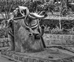 Quai de la Rapée - Parc de sculpture moderne à côté de la Seine . Paris 12e